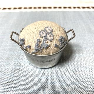ミナペルホネン(mina perhonen)のミナペルホネン 刺繍 ピンクッション(日用品/生活雑貨)