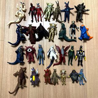 BANDAI - ウルトラマンの怪獣22点と食玩のソフビ5点まとめ販売!