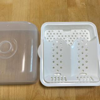 ニシマツヤ(西松屋)の哺乳瓶レンジ消毒器 (哺乳ビン用消毒/衛生ケース)