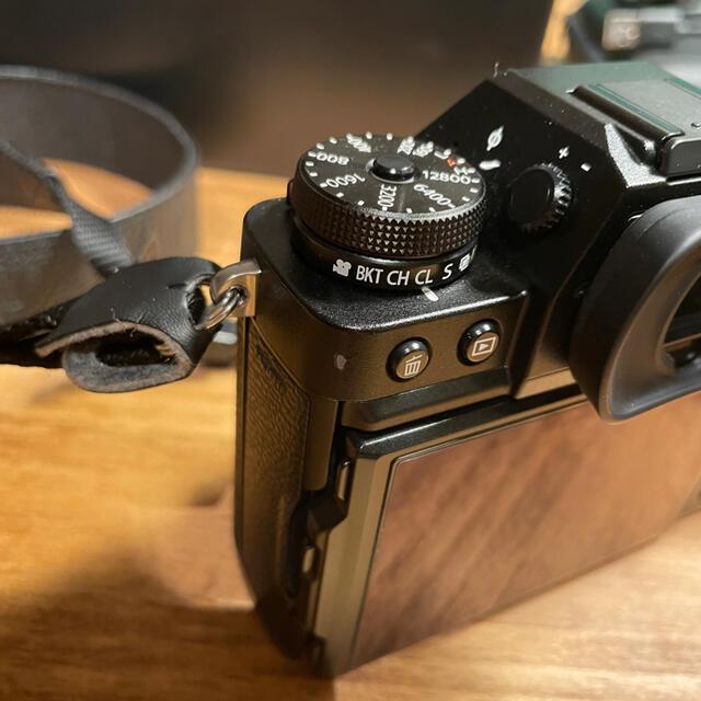 富士フイルム(フジフイルム)のFUJIFILM X-T3 レンズキット ブラック スマホ/家電/カメラのカメラ(ミラーレス一眼)の商品写真
