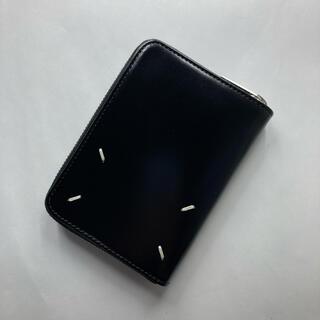 マルタンマルジェラ(Maison Martin Margiela)のメゾンマルジェラ ラウンドジップ折り財布 ブラック シャイニーレザー(折り財布)