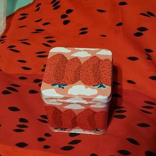 マリメッコ(marimekko)のマンシッカヴォレット 缶 マリメッコ mansikkavuoret(テーブル用品)