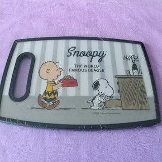 スヌーピー(SNOOPY)の♥新品未開封♥スヌーピー  まな板  カッティングボード(調理道具/製菓道具)