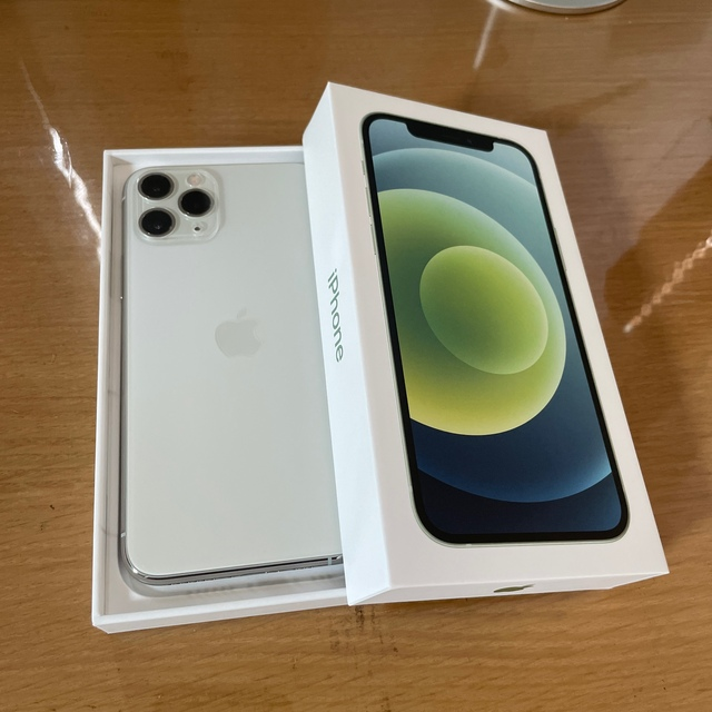 iPhone(アイフォーン)のiPhone 11 Pro ホワイト 本体のみ スマホ/家電/カメラのスマートフォン/携帯電話(スマートフォン本体)の商品写真