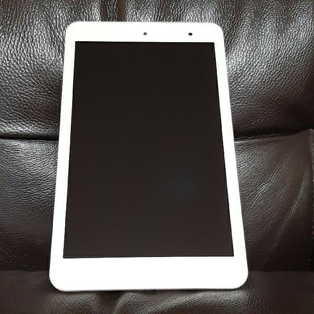 京セラ(キョウセラ)のタブレット Quatab01 ホワイト KYT31 箱付 防水 学習 リモート スマホ/家電/カメラのPC/タブレット(タブレット)の商品写真