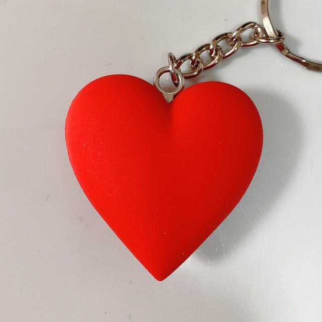 GDC(ジーディーシー)の大人気レッドgirls don't cryGDC HEART KEYCHAIN メンズのファッション小物(キーホルダー)の商品写真
