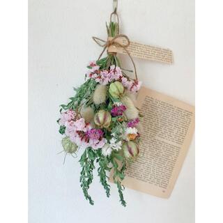 ドライフラワー 三角ミモザの葉とピンクの可愛いスターチスのスワッグ(ドライフラワー)