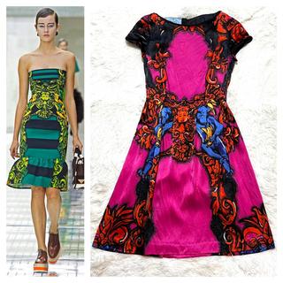 プラダ(PRADA)の本物 美品 プラダ アートデザイン 半袖 ワンピース ドレス 36 ピンク (ひざ丈ワンピース)