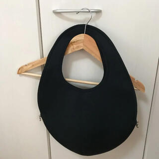 モマ(MOMA)のnaoca バッグ ブラック(ハンドバッグ)