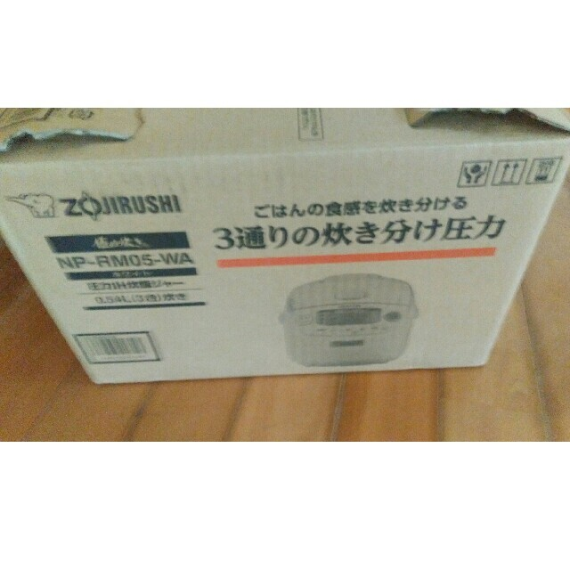 象印(ゾウジルシ)の象印炊飯器 NP-RM05-WA スマホ/家電/カメラの調理家電(炊飯器)の商品写真