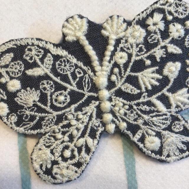 ミナペルホネンforest wing 使用 ハンドメイドブローチ ハンドメイドのアクセサリー(コサージュ/ブローチ)の商品写真