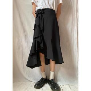 エイチアンドエム(H&M)のH&M スカート リボン 黒 着画(ひざ丈スカート)