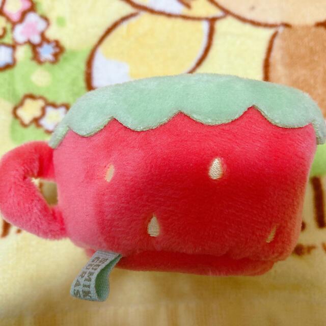 サンエックス(サンエックス)のすみっコぐらし いちご カップ エンタメ/ホビーのおもちゃ/ぬいぐるみ(ぬいぐるみ)の商品写真