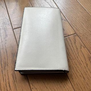 ヴァレクストラ(Valextra)のValextra 小銭入れ付き長財布 白 14カード(長財布)