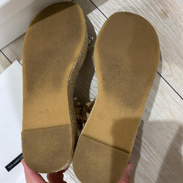 TSURU by Mariko Oikawa(ツルバイマリコオイカワ)のツルバイマリコオイカワ パールサンダル レディースの靴/シューズ(サンダル)の商品写真