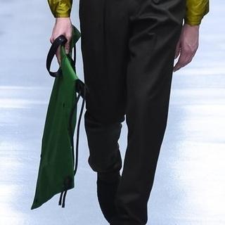 イッセイミヤケ(ISSEY MIYAKE)のISSEYMIYAKEMEN 18aw リュック バッグ 巾着 ショルダーバッグ(ショルダーバッグ)