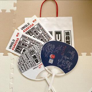 ユニクロ(UNIQLO)のユニクロ 浅草 オープン記念ステッカー うちわ 紙袋付き(ノベルティグッズ)