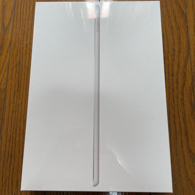 Apple(アップル)の第8世代iPad Wi-Fi 32gbシルバー 新品未開封 スマホ/家電/カメラのPC/タブレット(タブレット)の商品写真
