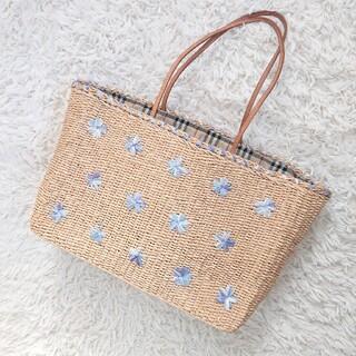 バーバリーブルーレーベル(BURBERRY BLUE LABEL)のバーバリーブルーレーベル かごバッグ お花モチーフ(かごバッグ/ストローバッグ)