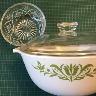 ナルミ(NARUMI)の【美品☆】セラミック鍋とカットガラスレトロサラダ皿2点(食器)
