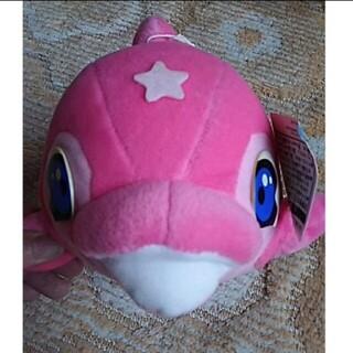 ピンク色のクジラのぬいぐるみ