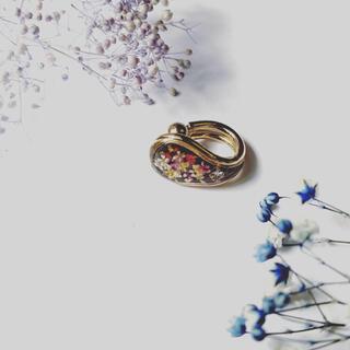 ハンドメイド ピンクの小花のイヤーカフ(ピアス)