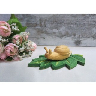 カタツムリの木彫り、葉っぱ付き、新品、彫刻、置き物(彫刻/オブジェ)