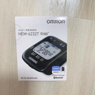 オムロン(OMRON)のオムロン手首式血圧計HEM-6232T HEM-6232T ブラック(体重計/体脂肪計)