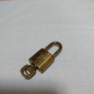 ルイヴィトン(LOUIS VUITTON)のルイヴィトン LOUIS VUITTON 南京錠 カデナ 302(ネックレス)