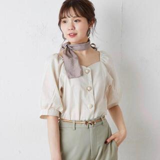 ナイスクラップ(NICE CLAUP)のスカーフ付  ブラウス  ベージュ(シャツ/ブラウス(半袖/袖なし))