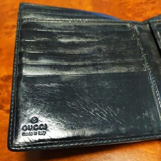 グッチ(Gucci)の名門グッチの折り財布黒のダークトーンデザインがとてもシックで素敵な大人の雰囲気(折り財布)
