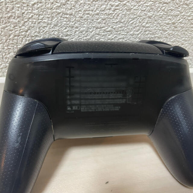 Nintendo Switch(ニンテンドースイッチ)の任天堂 プロコントローラー エンタメ/ホビーのゲームソフト/ゲーム機本体(家庭用ゲーム機本体)の商品写真