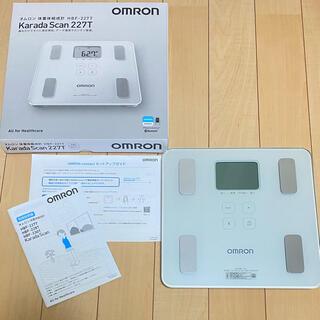 オムロン(OMRON)のomron 体重体組成計 HBF-227T-SW シャイニーホワイト(体重計/体脂肪計)