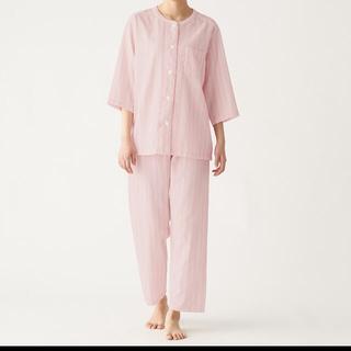 ムジルシリョウヒン(MUJI (無印良品))の脇に縫い目のない 薄手ガーゼ七分袖パジャマ Sピンクストライプ(パジャマ)