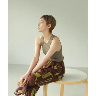 トゥデイフル(TODAYFUL)の【最安値‼️】Geometric Tuck Trousers 38(カジュアルパンツ)