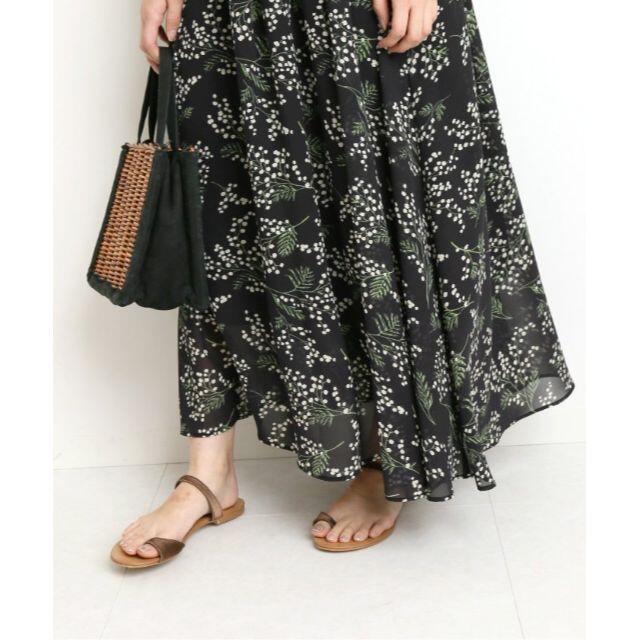 IENA SLOBE(イエナスローブ)のSLOBE IENA ミモザ柄ギャザーロングスカート レディースのスカート(ロングスカート)の商品写真