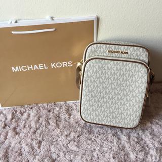 Michael Kors - 【人気商品❣️】マイケルコース のショルダーバッグ☆ホワイト 新品