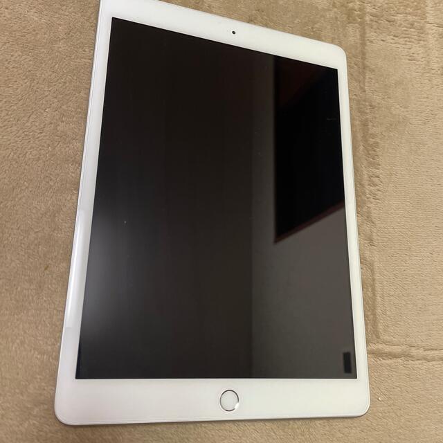 iPad(アイパッド)の【送料無料】iPad 第8世代 Wi-Fiモデル シルバー 32GB apple スマホ/家電/カメラのPC/タブレット(タブレット)の商品写真