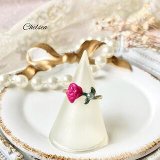 リリーブラウン(Lily Brown)のガーリーレトロ 一輪の薔薇のリング 指輪 フェミニン クラシカル(リング)