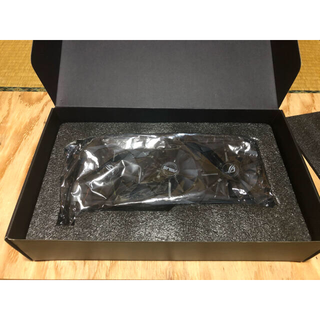 ASUS(エイスース)のSTRIX GRAPHICS CARD GEFORCE GTX1070 8GB スマホ/家電/カメラのPC/タブレット(PCパーツ)の商品写真