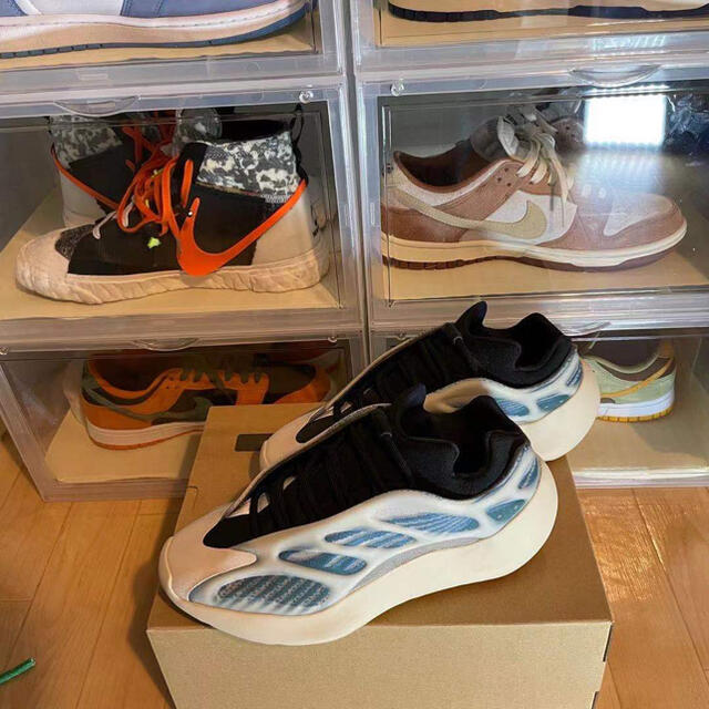 adidas(アディダス)のAdidas Yeezy 700 v3 靴 メンズの靴/シューズ(スニーカー)の商品写真