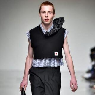 [XANDER ZHOU] 17ss Crop Vest