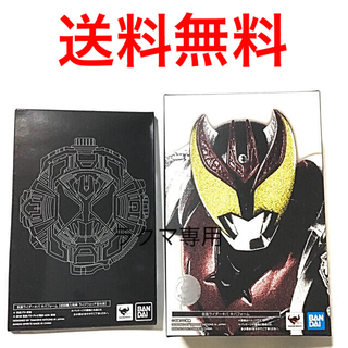 BANDAI - S.H.フィギュアーツ 仮面ライダーキバ (真骨彫製法) 初回特典台座付き