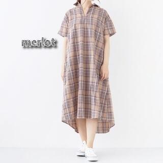 メルロー(merlot)の新品 merlot チェック柄オープンカラーシャツワンピース ベージュ(ロングワンピース/マキシワンピース)