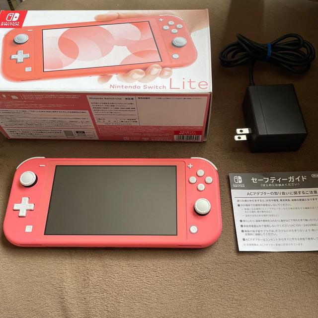 Nintendo Switch(ニンテンドースイッチ)のSwitch Lite ニンテンドースイッチライト コーラル ピンク 本体 美品 エンタメ/ホビーのゲームソフト/ゲーム機本体(家庭用ゲーム機本体)の商品写真