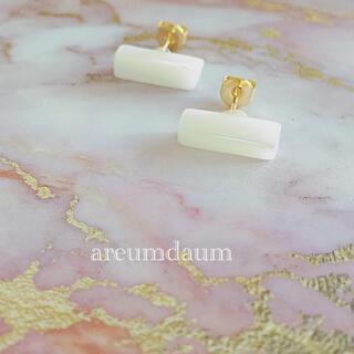 天然白蝶貝のシェルスティックゴールドスタッドピアスハンドメイド