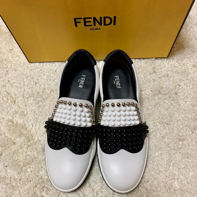 FENDI(フェンディ)の【新品未使用】FENDI 高級 スタッズ  レザースリッポン 【直営店購入】 メンズの靴/シューズ(スリッポン/モカシン)の商品写真