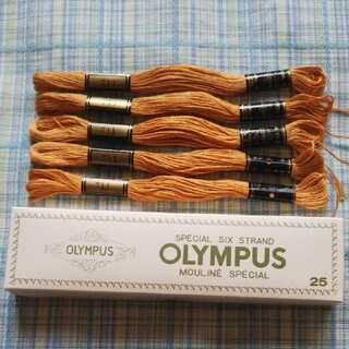 オリンパス(OLYMPUS)の刺繍糸 5本 色番号 711 オリムパス(生地/糸)