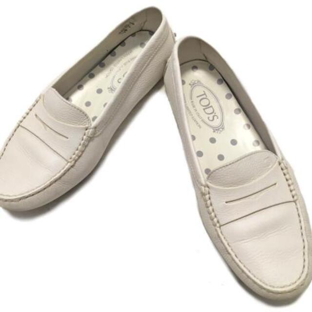 TOD'S(トッズ)のトッズ ドライビングシューズ 38 - 白 レディースの靴/シューズ(その他)の商品写真