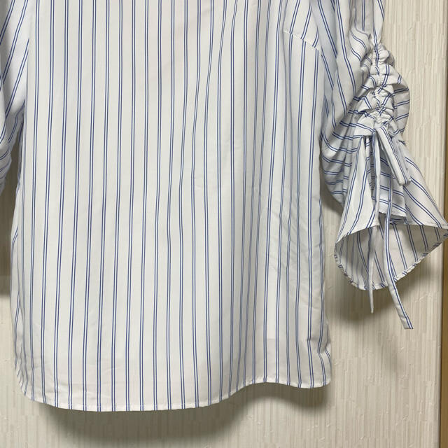 Apuweiser-riche(アプワイザーリッシェ)のアプワイザーリッシェ  ストライプ柄 袖リボンブラウス 未使用 レディースのトップス(シャツ/ブラウス(長袖/七分))の商品写真